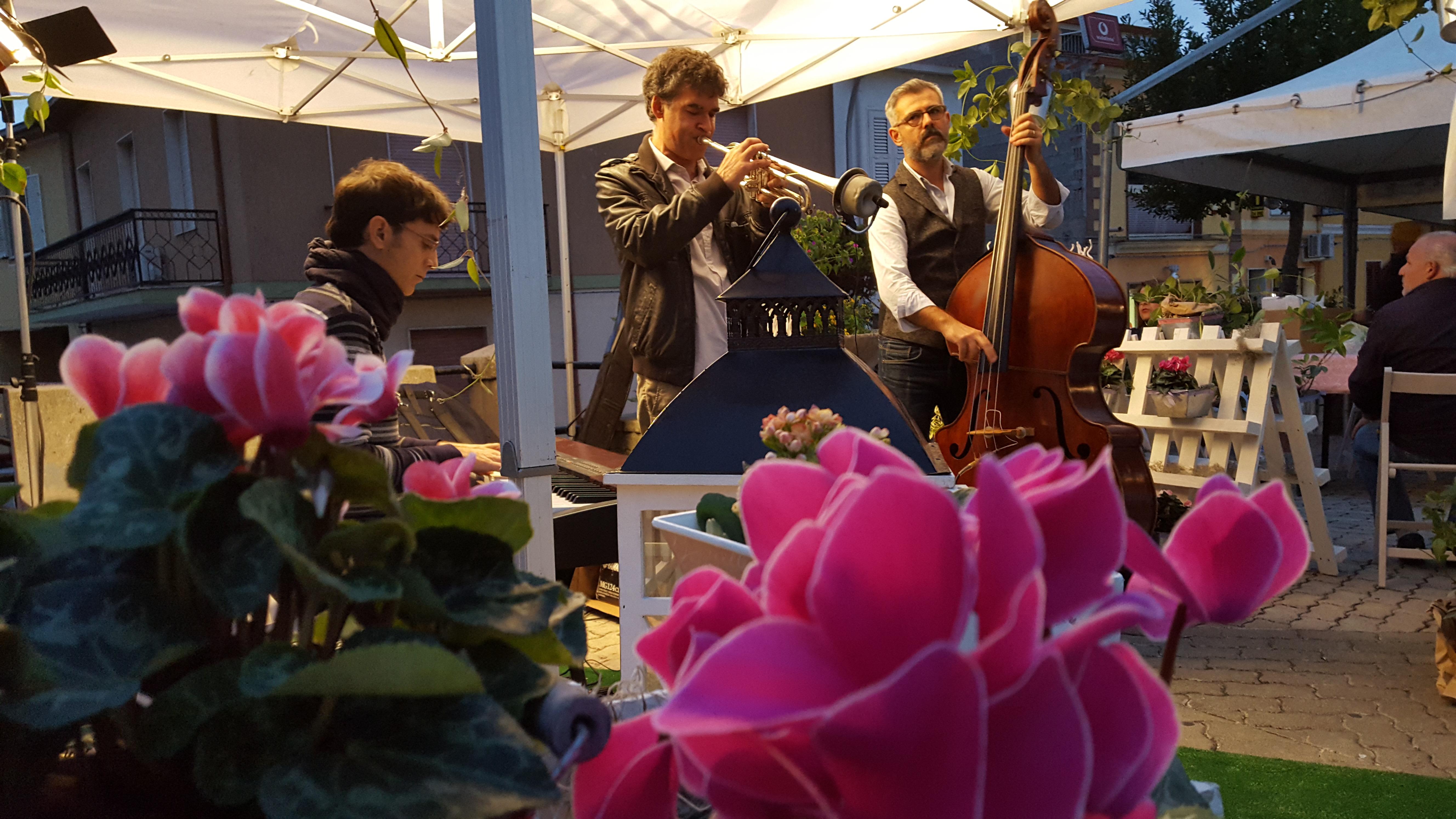 """Successo per la rassegna """"Coros in fiore"""" a Cargeghe e Ittiri"""