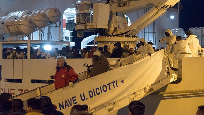 A Cagliari 854 migranti, domani 300 lasceranno l'Isola
