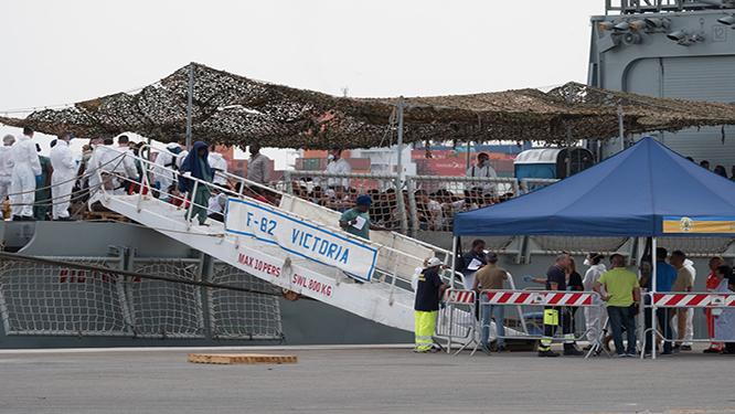 Cagliari, arrivata la nave con 903 migranti